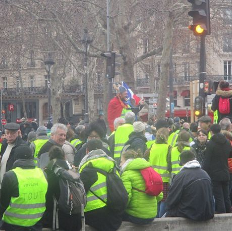 Gilets jaunes in the place de la République in Paris, Photo CC by Thomon