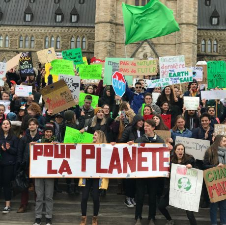 Students from Ontario and Québec converge on Parliament to fight for their future