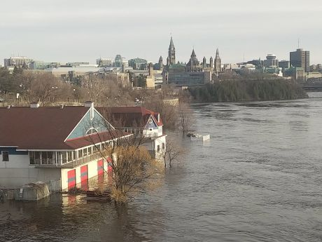 Ottawa river floods as parliament looks on. Photo CC BY-SA 2.0 robin_ottawa