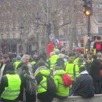 Gilets jaunes in the place de la République in Paris, Photo CC by Thomon